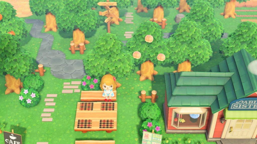 森の中に建物がある風景