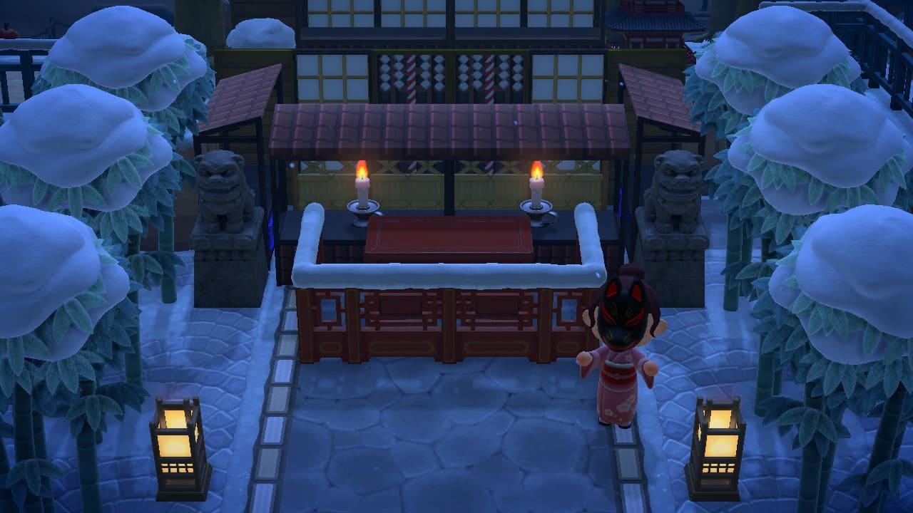 拝殿と賽銭箱